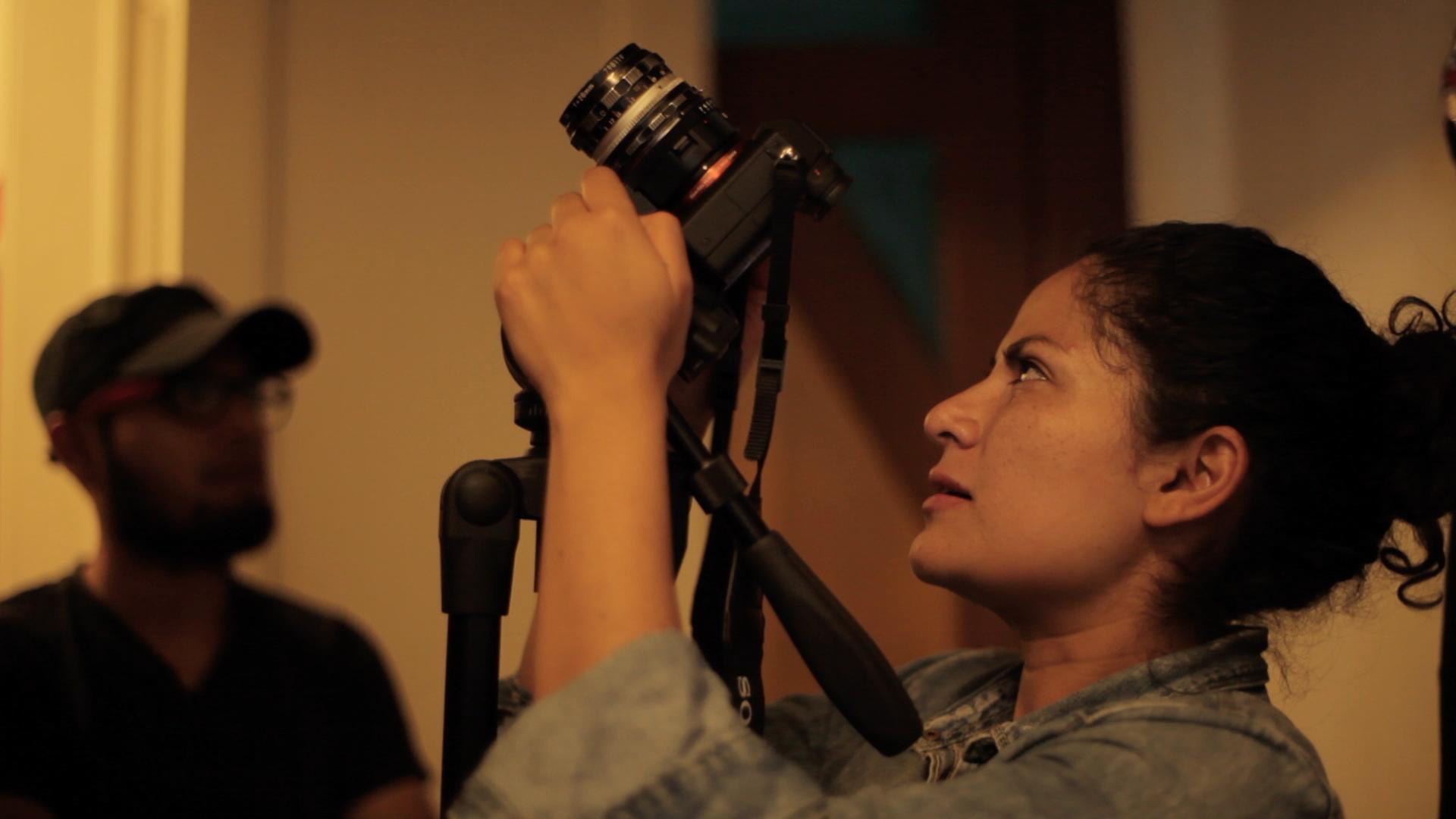 Daniela Uribe con cámara
