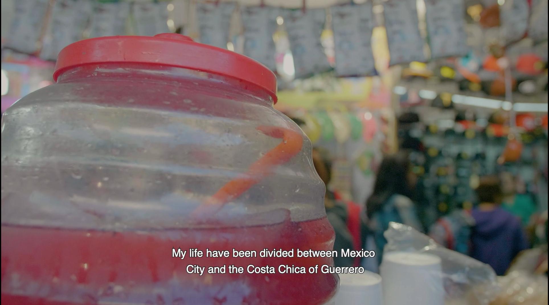 Agua de jamaica en un mercado